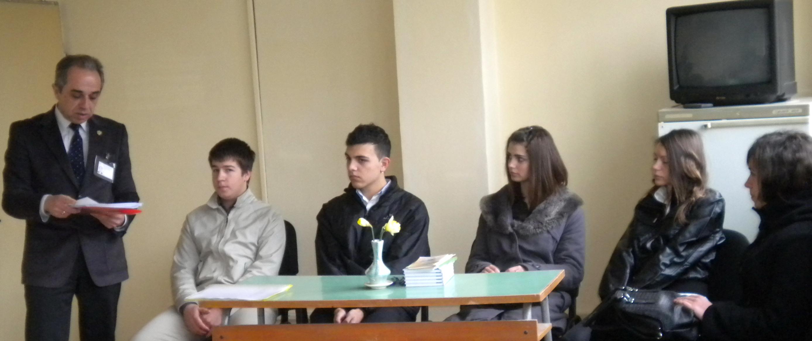 Участниците в срещата на местата на директора и на началник отделите и на служителите в ТСБ –Габрово