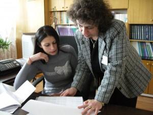 Виктория се запознава с процеса на събиране, и обработка на статистическа информация