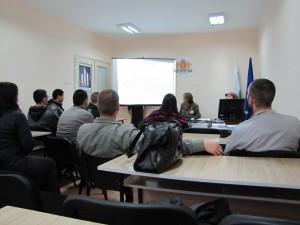 "Студенти от ФОН при Университет ""Проф.д-р Асен Златаров"", изучаващи статистика"