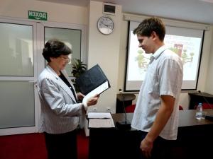 Председателя на НСИ д-р Ренета Инджова връчва наградата